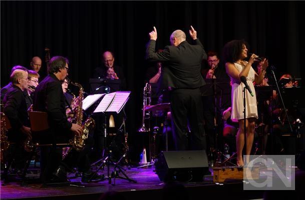 Moderner Big Band-Jazz perfekt gestaltet