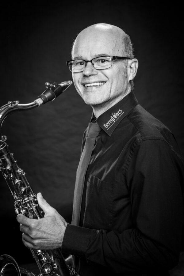 """Gerhard Eckbrett-Welz aus Schüttorf Tenorsaxophon ist 2015 sofort dabei gewesen, denn: """"Mit den Berrytones erfüllt sich ein Kindheitstraum für mich."""""""