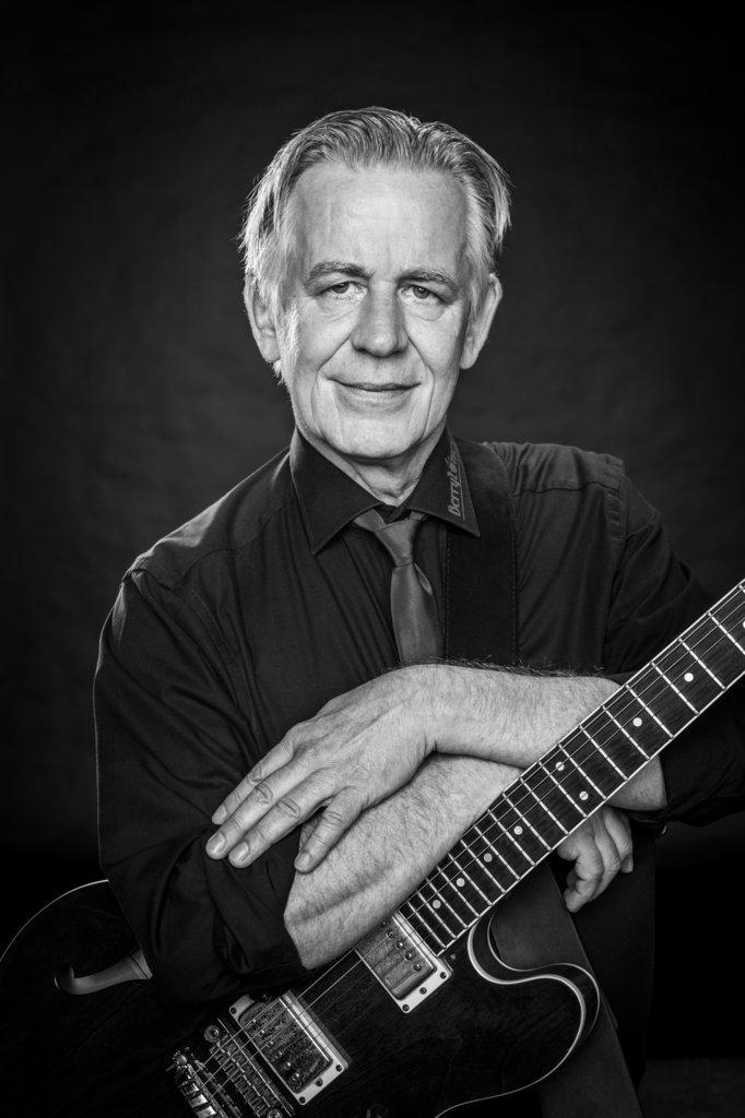 """Jürgen Laumann aus Nordhorn Gitarre das Gründungsmitglied von 2015 findet: """"Es macht einfach Spaß, mit so guten Leuten zusammenzuspielen."""""""
