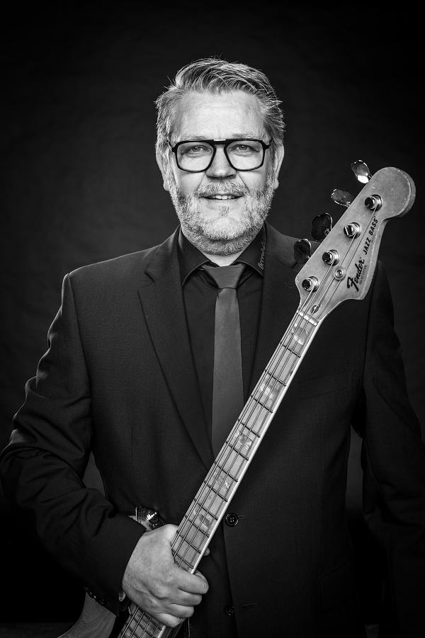 """Joachim Ennen aus Nordhorn E-Bass und Kontrabass ist seit 2018 dabei und freut sich: """"Mit den Berrytones hat mich das Schicksal zusammengeführt."""""""